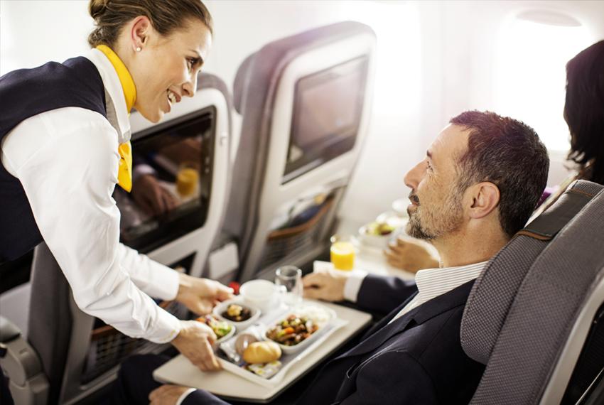 Lufthansa maistas pigu Skrendu.lt
