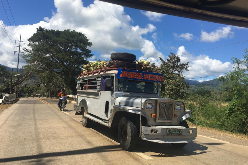 4 jeepney. Filipinai
