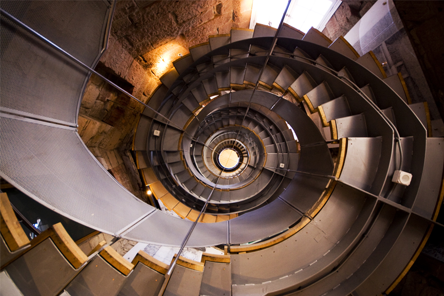 Sraigtiniai laiptai. Pigūs skrydžiai į Glazgą