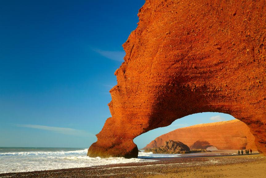 bigstock-Red-archs-on-atlantic-ocean-co-44230726 sumaz