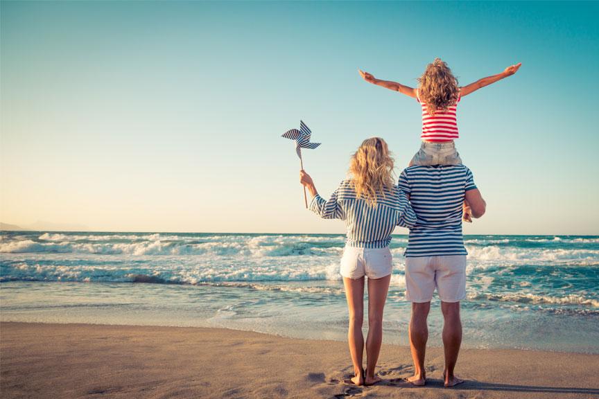 Šeima prie jūros