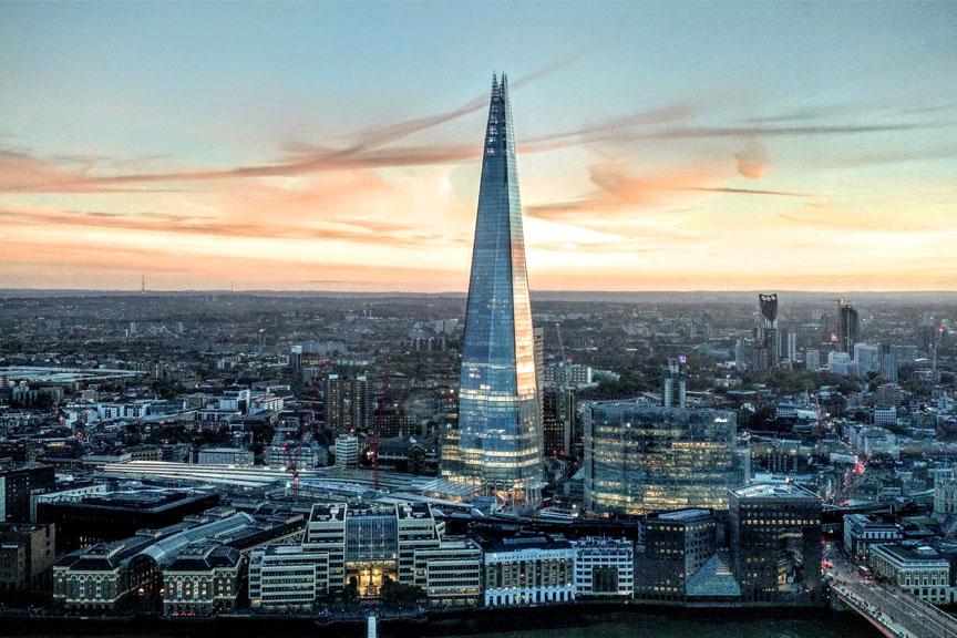 Shard dangoraižis iš šalies