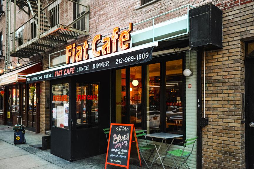 Fiat Cafe kavinė iš lauko Niujorkas