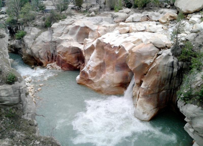 Kalnų upės šiaurinėje Indijos dalyje